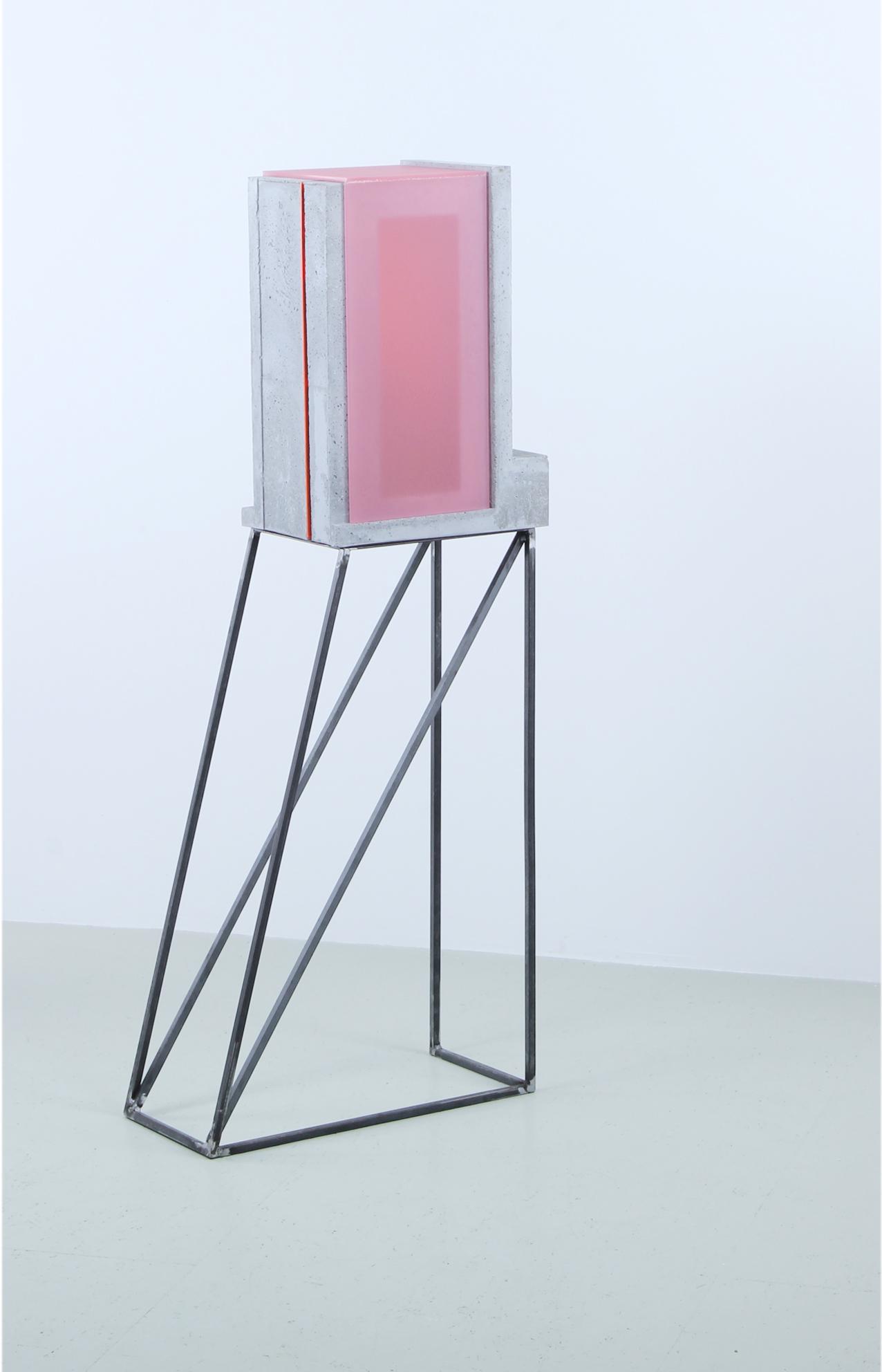 translucide IV | 2020 | Beton/Acrylglas/Metall | 54 x 25 x 132 cm