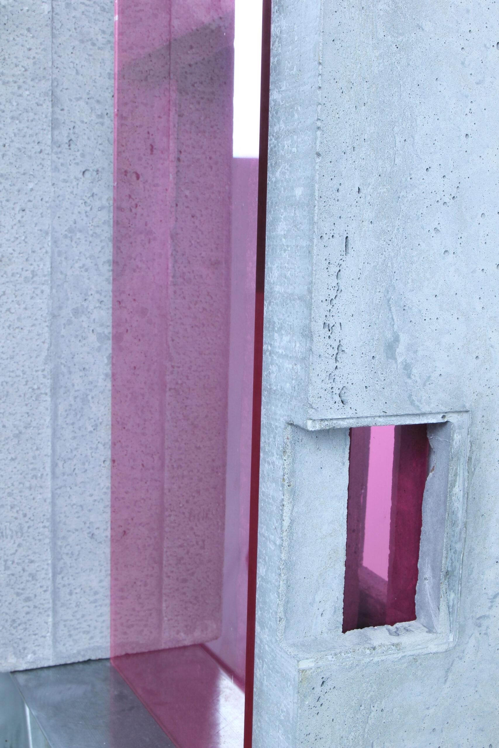 translucide  III | 2020 | Beton, Acrylglas , Metall | 29 x 45 x 150 cm