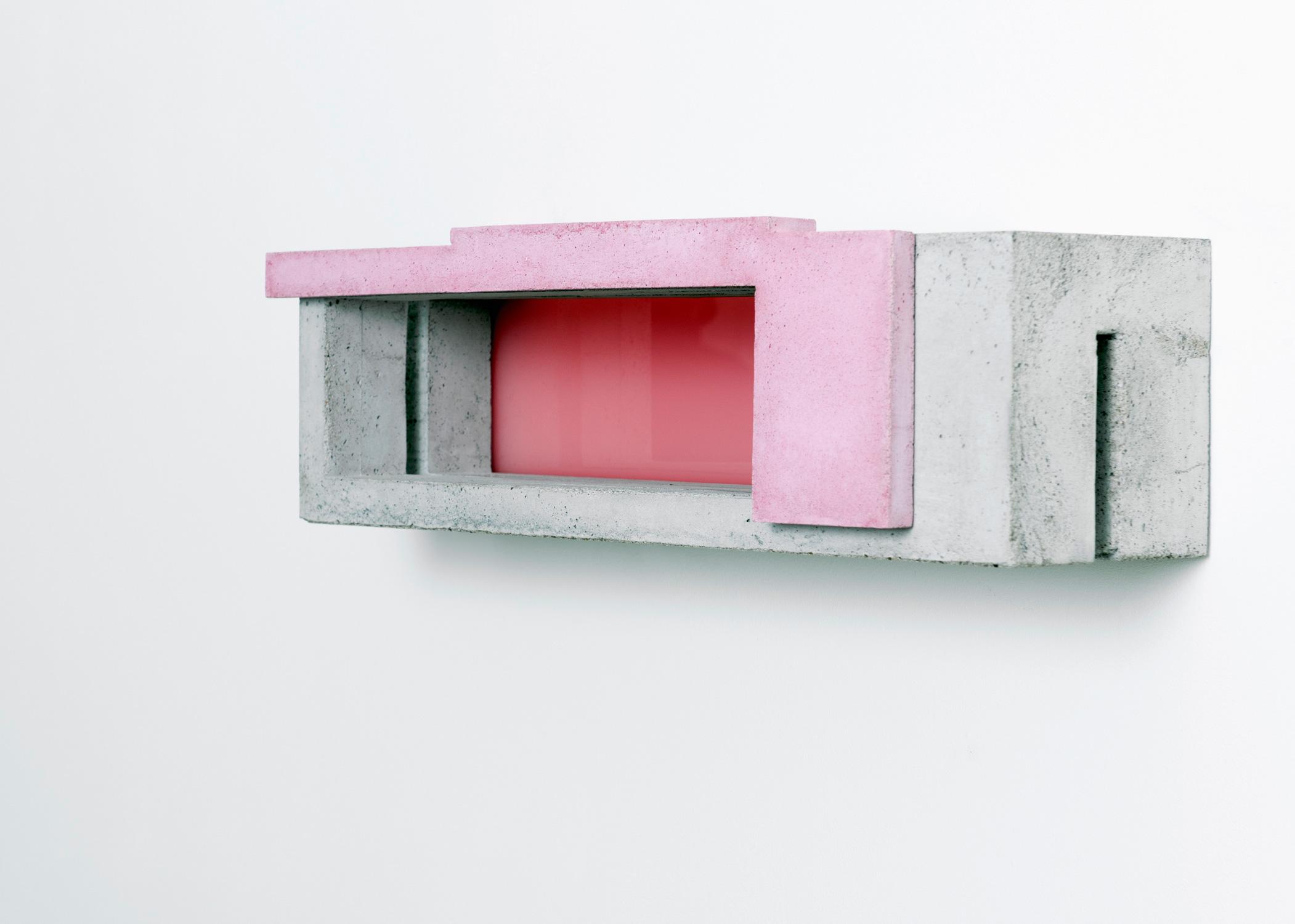 Box X/1 | 2016 | Beton,Acrylglas | 67 x 23 x 23 cm