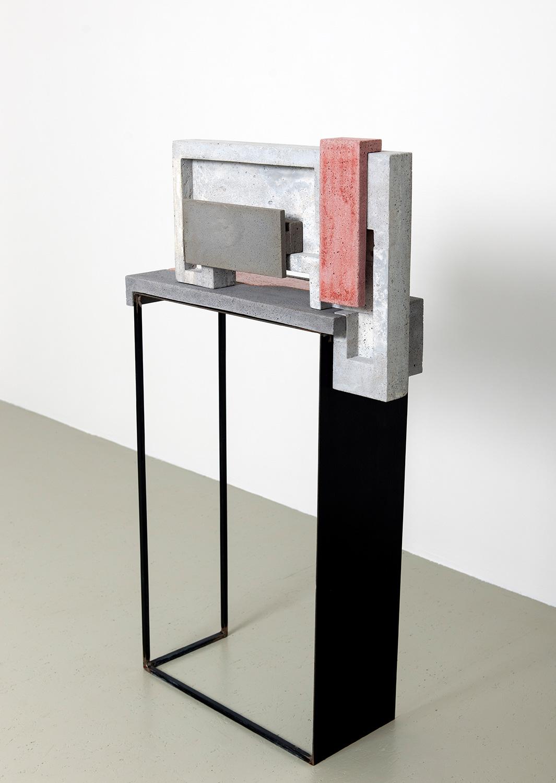 Espace|Surface 2 | 2016 | Steinzeug, Beton | 66 x 24 x 119 cm