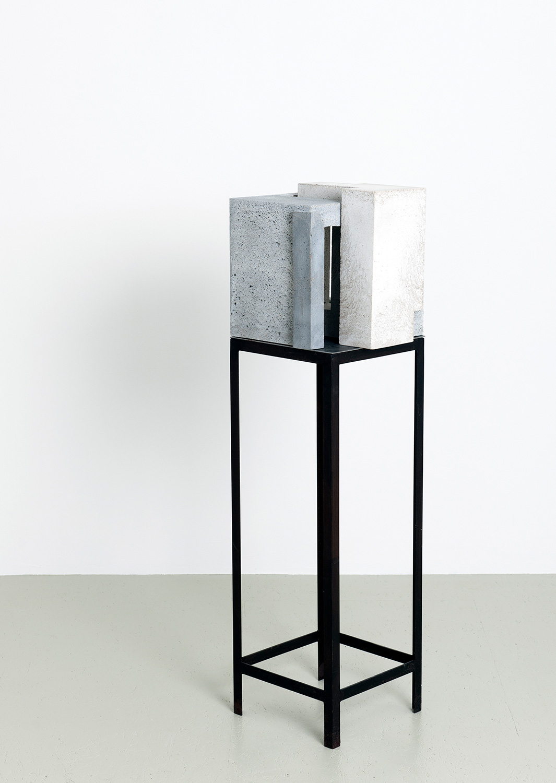 Tektonisch IV | 2015 | Beton | 33 x 30 x 115 cm