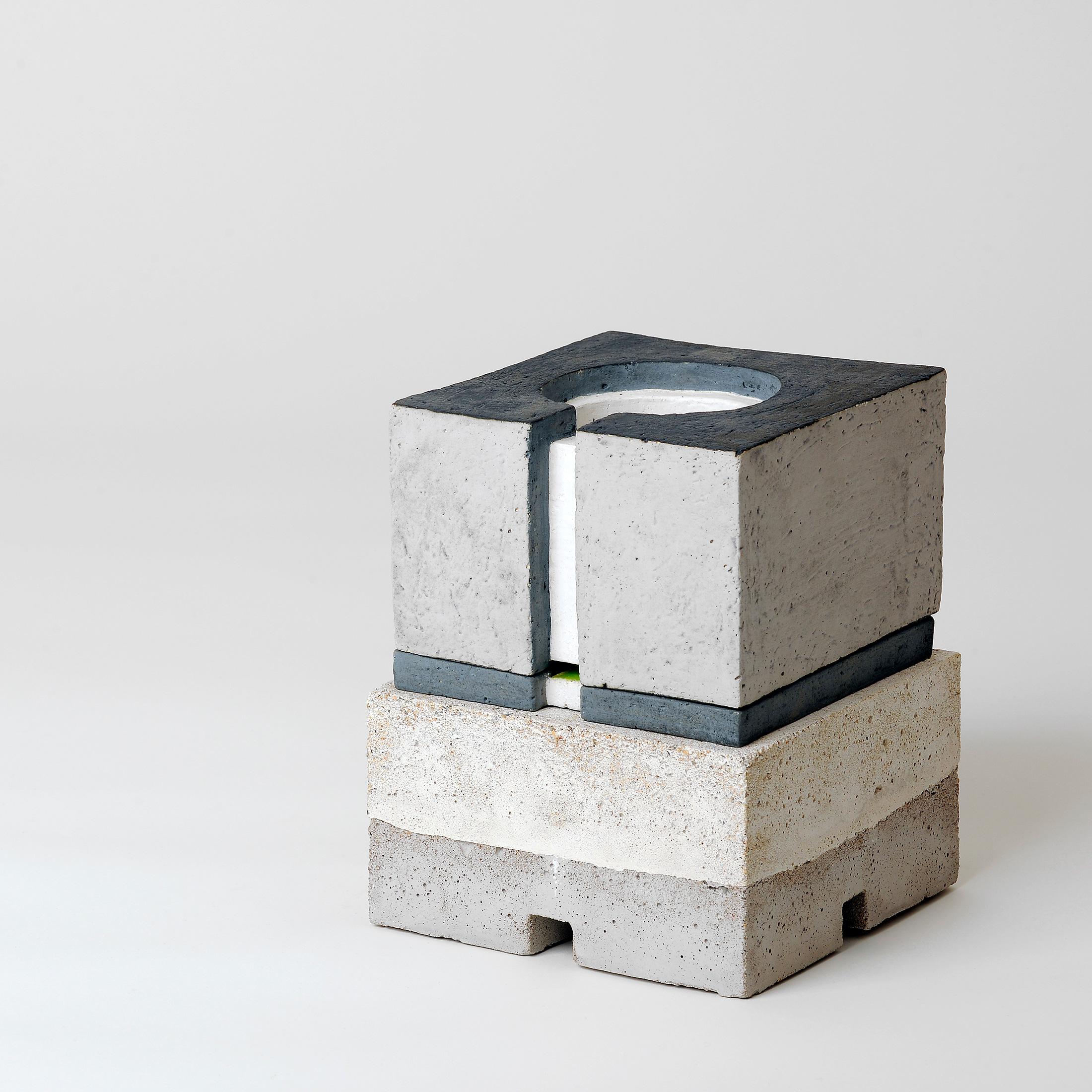 Zwei V  | 2010 | Steinzeug,Beton | 16 x 16 x 16 cm