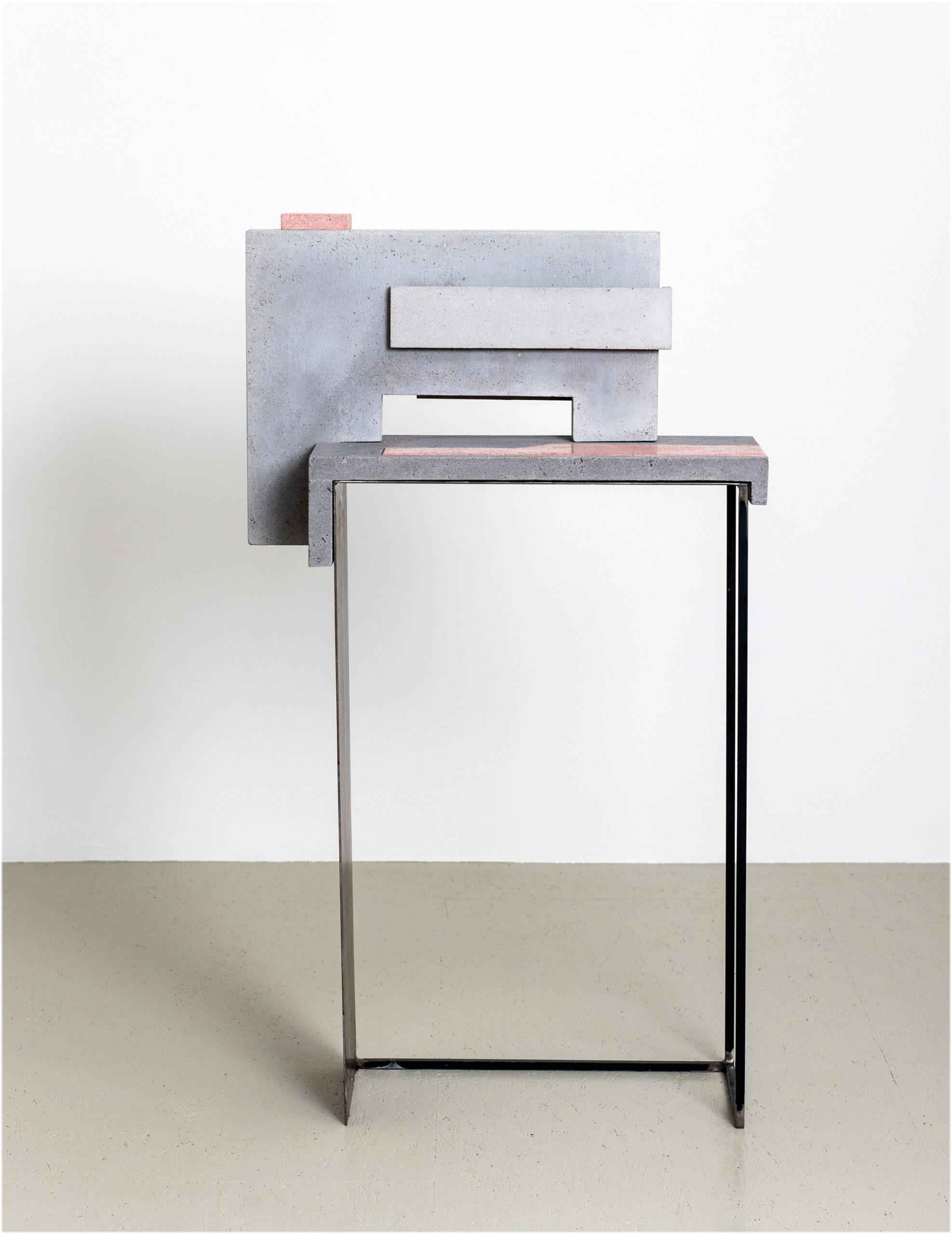 Espace|Surface 2 | 2016 | Steinzeug,Beton | 66 x 24 x 119 cm